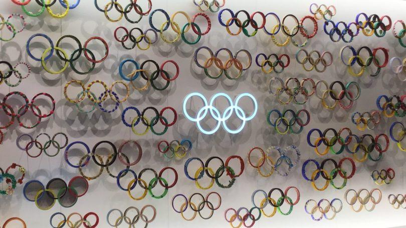 日本オリンピックミュージアムにあるオリンピックシンボルマーク