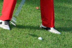 ゴルフ場の左足下がり