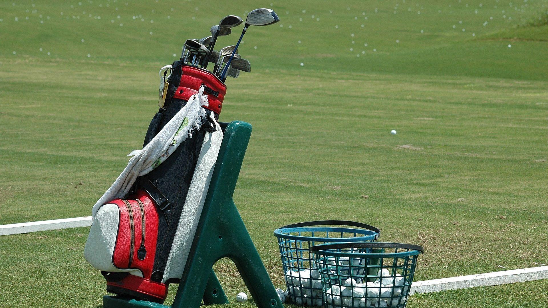 ゴルフ練習場 ドライビングレンジ