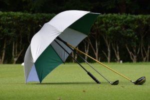 ゴルフ 雨の日のコースラウンド